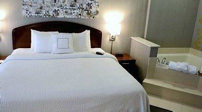 Hotel Rooms with Jacuzzi® Suites & Hot Tubs - Excellent