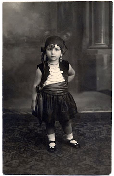 Old Photo - Adorable Little Gypsy Girl - The Graphics Fairy