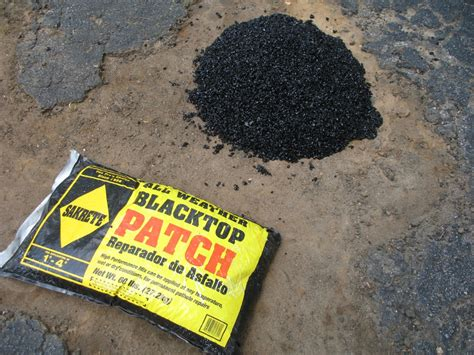 Fixing a hole in my driveway with Sakrete blacktop patch