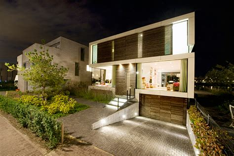 Single Family Dutch Home Combines Flowing Style with